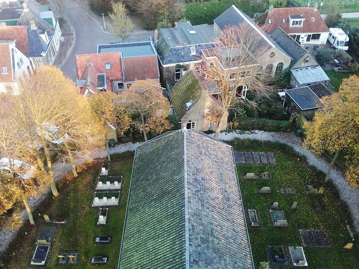 Woensdagmiddagactiviteit: Kerkhofonderhoud Pietersbierum